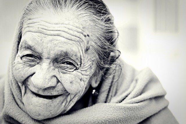 Câu chuyện cuộc sống ý nghĩa về bí quyết sống hạnh phúc của bà cụ 100 tuổi